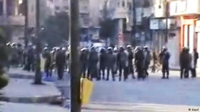 This image made from amateur video and released by Shaam News Network Wednesday, Dec. 28, 2011, purports to show Syrian riot police standing guard during clashes with protesters in Homs, Syria, Tuesday, Dec. 27, 2011. (Foto:Shaam News Network via APTN/AP/dapd) THE ASSOCIATED PRESS CANNOT INDEPENDENTLY VERIFY THE CONTENT, DATE, LOCATION OR AUTHENTICITY OF THIS MATERIAL. TV OUT