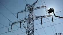 Deutschland Energie Strom Strommast Industrie klagt über unsicherere Stromversorgung