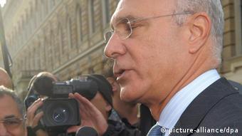 Ägyptens Botschafter vor Kameramann (Foto: dpa)