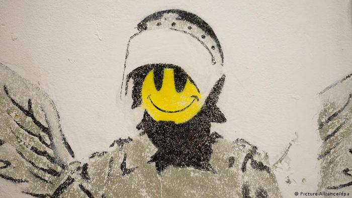 Banksy Graffitis Every Picture tells a lie (Foto: Picture-Alliance/dpa)