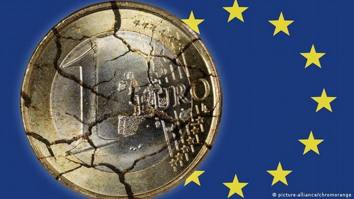 Symbolbild Schuldenkrise Europa Zerfallender Euro und EU-Fahne
