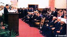 ***ACHTUNG: Das Bild darf ausschließlich im Rahmen einer Berichterstattung (über den Tod des ersten mazedonischen Präsidenten Kiro Gligorov) genutzt werden***Historischen Bilder anlässlich des Todes des ersten mazedonischen Präsidenten Kiro Gligorov: Präsident Gligorov im mazedonischen Parlament; Copyright: Dnevnik