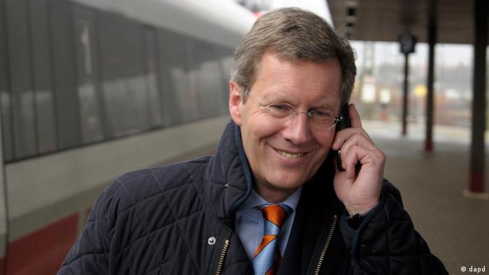 Christian Wulff telefoniert