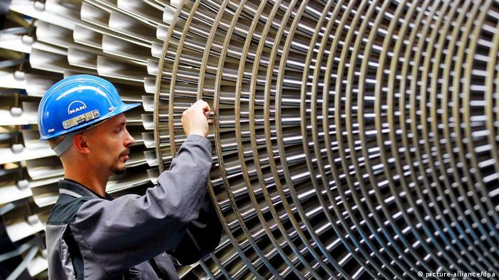 Worker checking a turbine in Germany Photo: Oliver Berg dpa +++(c) dpa - Bildfunk+++