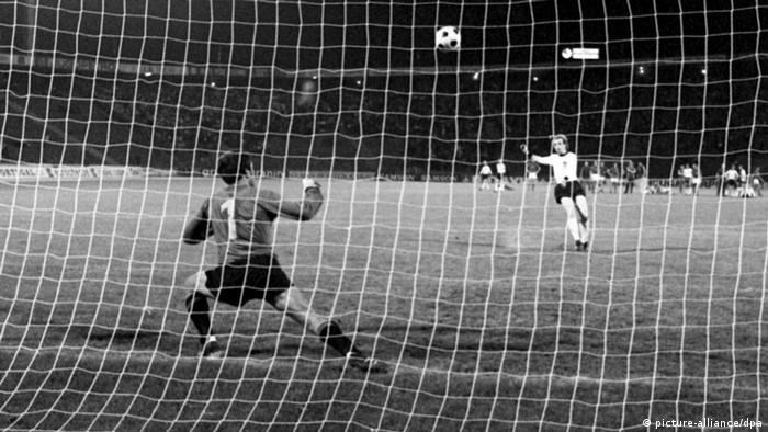 پنالتی ناموفق اولی هوینس در فینال جام ملتهای اروپا ۱۹۷۶