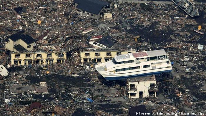 A destruição de toda a região do nordeste do Japão foi maciça e parte dos escombros ainda não foi removida