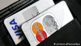 Пластиковые карты Visa и MasterCard