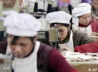 Chinesische Näherinnen in einer Fabrik (Foto: AP)