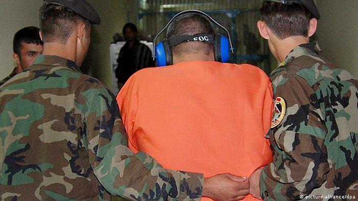 Військові США та затриманий афганець, 2005 рік