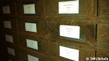 Die installation Archiv der deutschen Abgeordneten im Reichstag mit der beschädigten Hitler-Kiste. Foto: Foto: DW/Scholz