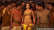 Die indische Filmschauspielerin Katrina Kaif im Film Agneepath, der am 26.1.2012 weltweit anläuft. Regisseur Karan Malhotra, Produzent : Karan Johar