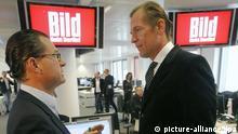 《图片报》总编迪克曼(左),施普林格公司董事长多普夫讷(右)
