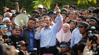 Malaysia's opposition leader Anwar Ibrahim (C) talks to his supporters while flanked by his wife Wan Azizah Wan Ismail after the verdict of his sodomy trial was announced in Kuala Lumpur January 9, 2012 (Photo: REUTERS/Bazuki Muhammad)