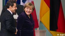 Bundeskanzlerin Angela Merkel (CDU) empfaengt am Montag (09.01.12) vor dem Bundeskanzleramt in Berlin den franzoesischen Praesidenten Nicolas Sarkozy. Die beiden Staatsoberhaeupter kommen zu einem gemeinsamen Mittagessen zusammen. (zu dapd-Text) Foto: Axel Schmidt/dapd