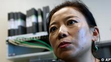 ** ARCHIV ** Die tibetanische Schriftstellerin Woeser, aufgenommen am 27. Juni 2008 waehrend eines Interviews in Peking. Die Dichterin Woeser ist ein Unikum: eine in China lebende Tibeterin, die oeffentlich Kritik an der chinesischen Regierung aeussert. Jetzt geht die Aktivistin noch einen Schritt weiter. Nachdem ihr die Behoerden in den vergangenen drei Jahren wiederholt einen Reisepass verweigert haben, hat sie die Regierung nun verklagt. Sie hofft, dass ihr Kampf mehr Aufmerksamkeit auf den chinesischen Umgang mit Tibet lenkt. (AP Photo/Ng Han Guan, Archiv) ** zu unserem KORR. ** --- ** FILE ** Woeser, a Tibetan writer and activist is seen during an interview in Beijing, China, in a June 27, 2008 file photo. (AP Photo/Ng Han Guan, File)
