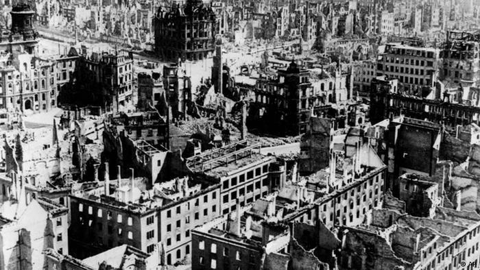 Blick aus der Vogelsperspektive auf das am 13. und 14. Feb. 1945 zerstörte Dresden. (Foto: AP Photo / file)