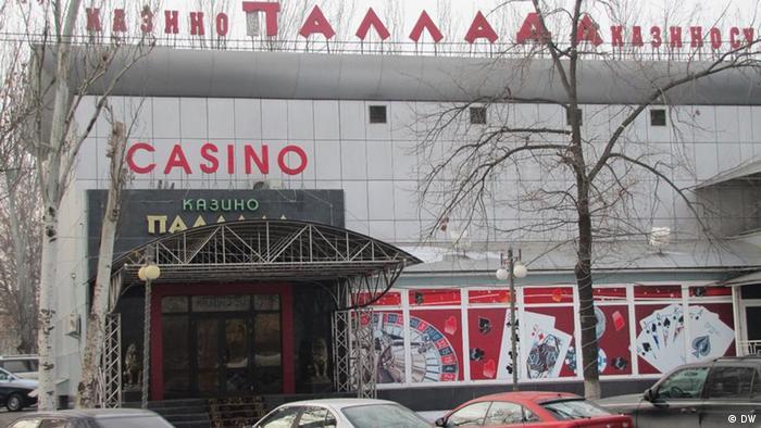 где работают казино 2011