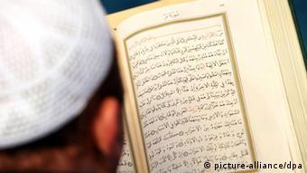 Deutschland Muslime Imam Gebet in der Sehitlik Moschee Berlin (picture-alliance/dpa)