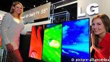 LG to unveil world's largest 3D OLED TV at CES Models show LG Electronics Co.'s 55-inch 3D OLED TV that will be unveiled at the 2012 Consumer Electronics Show (CES) set for Jan. 10-13 in Las Vegas. (Photo courtesy of Samsung) (Yonhap)/2012-01-09 11:36:53/