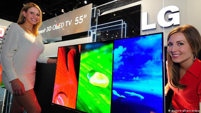 LG to unveil world's largest 3D OLED TV at CES Models show LG Electronics Co.'s 55-inch 3D OLED TV that will be unveiled at the 2012 Consumer Electronics Show (CES) set for Jan. 10-13 in Las Vegas. (Photo courtesy of Samsung) (Yonhap)/2012-01-09 11:36:53/<br /> ৮৪ ইঞ্চির স্ক্রিন-যুক্ত টেলিভিশন বাজারে ছেড়েছে &#8220;জিঙ্ক অক্সাইড&#8221;