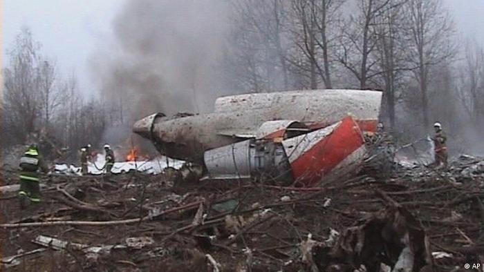 Обломки президентского самолета под Смоленском