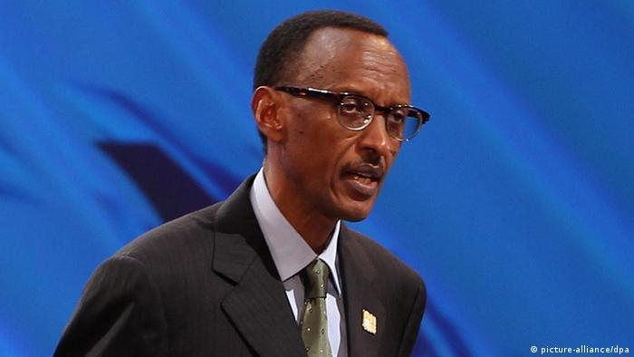 Ruandas Präsident Paul Kagame speaks at an international aid forum on Nov. 30, 2011.