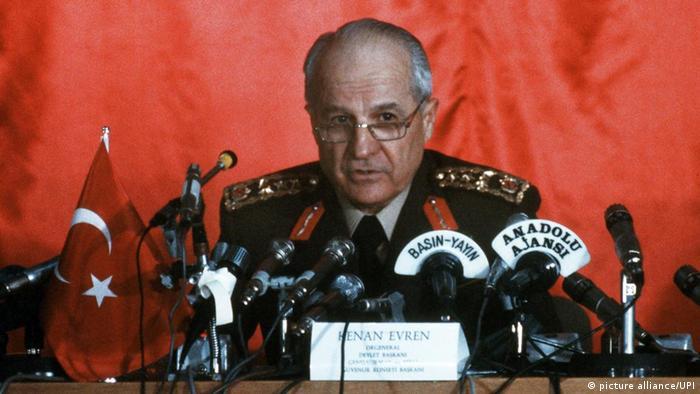 ژنرال کنعان اورن در زمان کودتا در سال ۱۹۸۰
