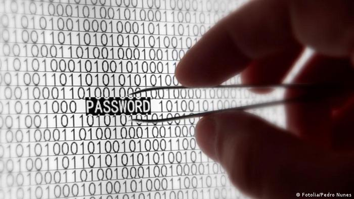 Symbolbild Internet Hacker Sicherheit Computer www Passwort (Fotolia/Pedro Nunes)