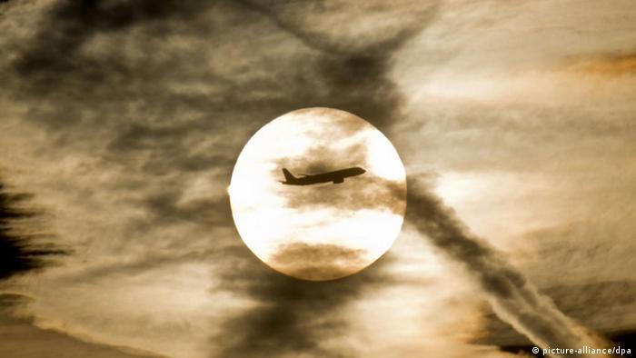 Flugzeug Kondensstreifen Verschmutzung Klimawandel Sonne