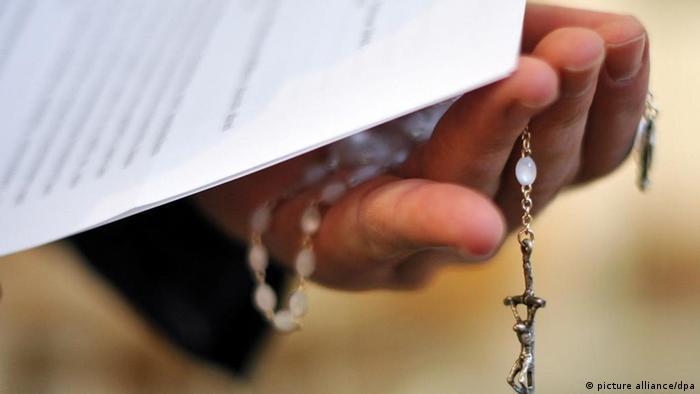 архиепископ ведущий внутреннюю борьбу с беспорядками