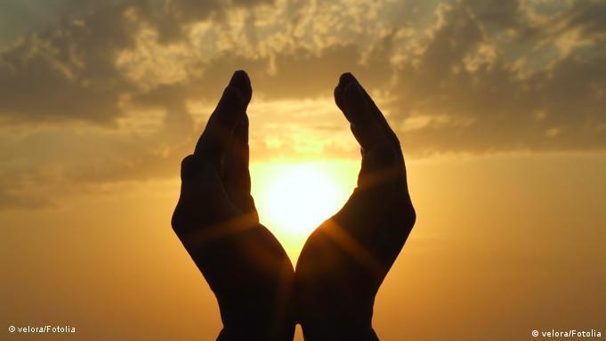 Sonne in Händen