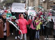 تصویری از آخرین تظاهرات مردم سوریه (۱۳ ژانویه) علیه رژیم اسد در نزدیکی دمشق