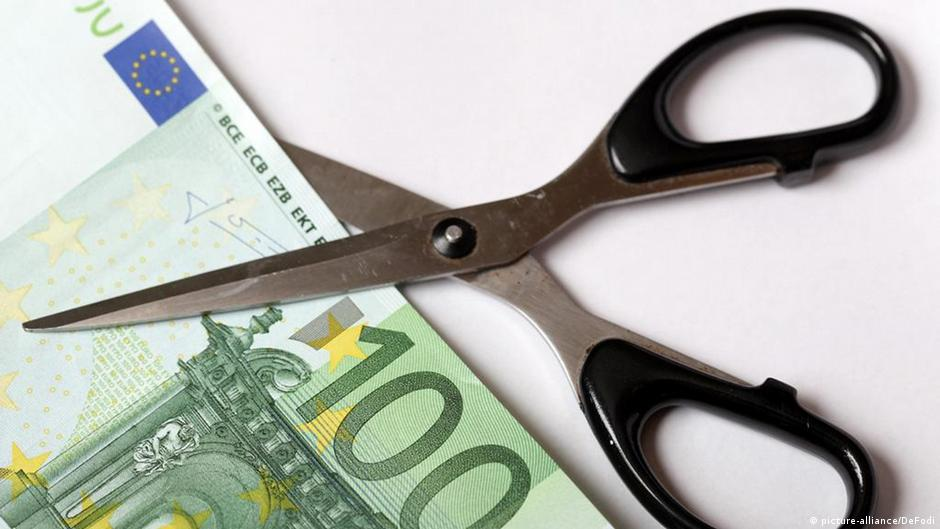 Greek creditors receive official 'haircut' notification | Business | DW | 24.02.2012