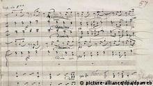 Für fast drei Millionen Euro ist das erste, noch handschriftlich korrigierte Druck-Manuskript von Beethovens Neunter Symphonie (undatiertes Handout) am 22.5.2003 in London versteigert worden. Der Text stammt aus dem Jahre 1826 und umfasst 575 Seiten. Es habe «Interesse aus der ganzen Welt» gegeben, sagte eine Sotheby's-Sprecherin nach der Versteigerung. Über den Käufer wurde zunächst Stillschweigen gewahrt. Unter anderem soll sich die Kulturstiftung der Länder um das Manuskript bemüht haben.