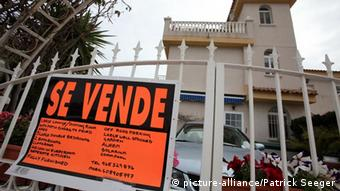 For sale sign in front of a Spanish estate