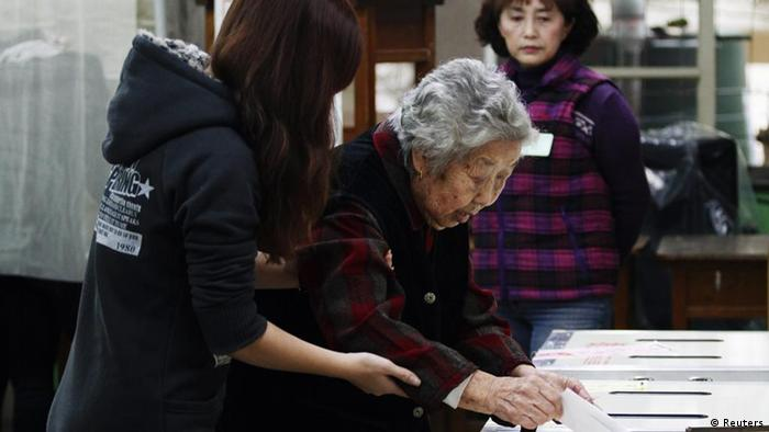 An elderly voter casts her ballot at a polling station in Taipei January 14, 2012. Taiwan votes for its next president and parliament on Saturday in an election that will be closely watched by China and the United States as they look for stability in the region at a time of political transition for both superpowers. REUTERS/Shengfa Lin (TAIWAN - Tags: POLITICS ELECTIONS)