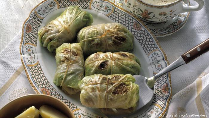 Kohlrouladen - Cabbage rolls (picture-alliance/dpa/Stockfood)
