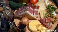 Lebensmittel Käse Schinken Wein Oliven