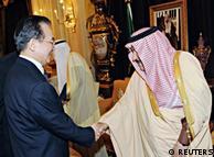 نخست وزیر چین همزمان با افزایش فشار غرب برای تحریم نفت ایران برای بهدست آوردن شرکای تجاری جدید به عربستان سعودی سفر کرد