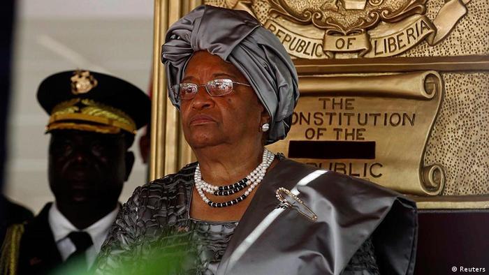 A luxuosa cerimónia de tomada de posse de Sirleaf custou 1.2 milhões de dólares (950.000 euros)