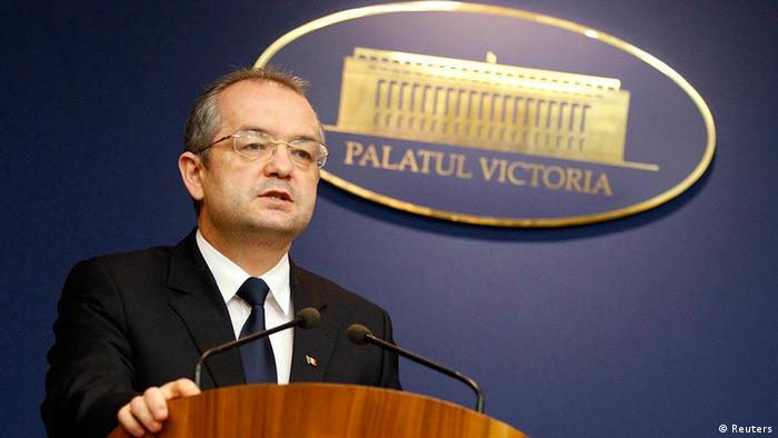 Romania's Prime Minister Emil Boc addresses the media during a news conference at Victoria Palace in Bucharest January 16, 2012. REUTERS/Bogdan Cristel (ROMANIA - Tags: POLITICS)
