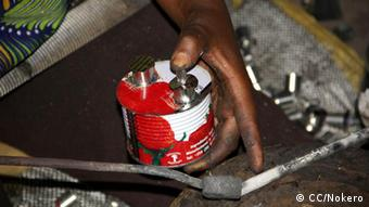 a kerosene lamp fashioned out of a tin can(Foto: CC/Nokero)