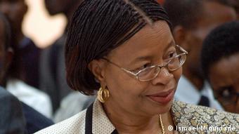 Graça Machel lidera projetos de desenvolvimento comunitário em Moçambique