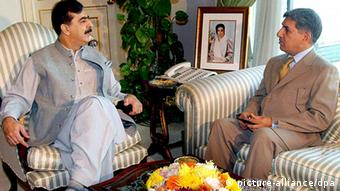 ISI Director General Lt. General Ahmed Shuja Pasha (R) talking with Prime Minister Yousuf Raza Gilani