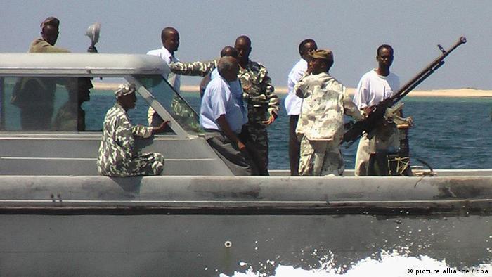 مقابله موثر با دزدان دریایی به دلیل مقرهای آنان در خشکی تا کنون میسر نبوده است