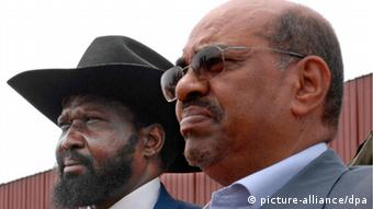 (FILE) A file picture dated 19 January 2010 shows Sudanese President Omar el Bashir (R) and First Vice President and President of the Government of Southern Sudan, Salva Kiir Mayardit (L), participating in celebrations marking the 5th anniversary of the signing of the Comprehensive Peace Agreement (CPA) in Yambio, Sudan. Omar el Bashir has won the country's first multiparty elections in 24 years, election officials said on 26 April 2010. The polls are supposed to usher in a new era of democracy in Sudan, which is recovering from a decades-long civil war between the north and south. EPA/TIM MCKULKA - UNMIS - HANDOUT EDITORIAL USE ONLY/NO SALES +++(c) dpa - Bildfunk+++