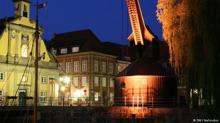 Старый кран (Alter Kran) на берегу реки Ильменау в Люнебурге