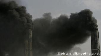 Smokes rise from a brick factory in Kabul, Afghanistan (Ahmad Massoud)(dtf)