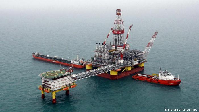 Eisfeste Ölplattform im Kaspischen Meer (Foto: ITAR-TASS/ Valery Matytsin)