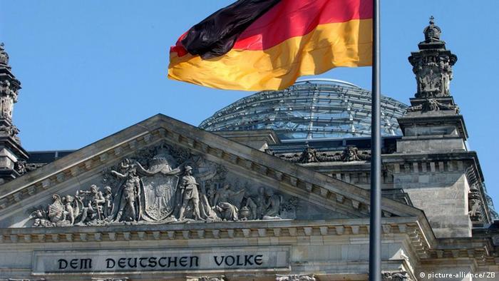 Флаг Германии над куполом бунестага